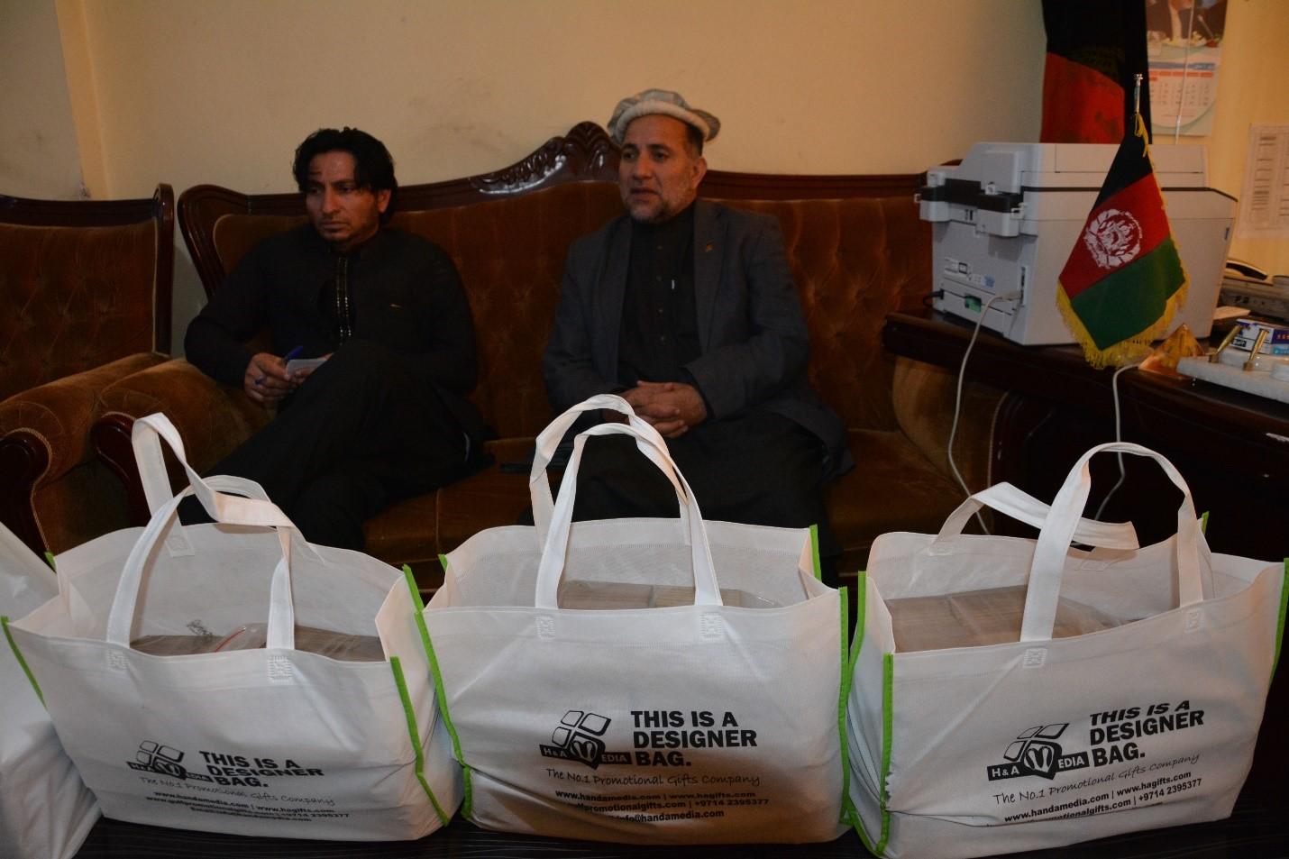 موسسه ملک سلمان بن عبدالعزیز 20 هزار فامیل بیجا شده و عودت کننده را مساعدت می نماید