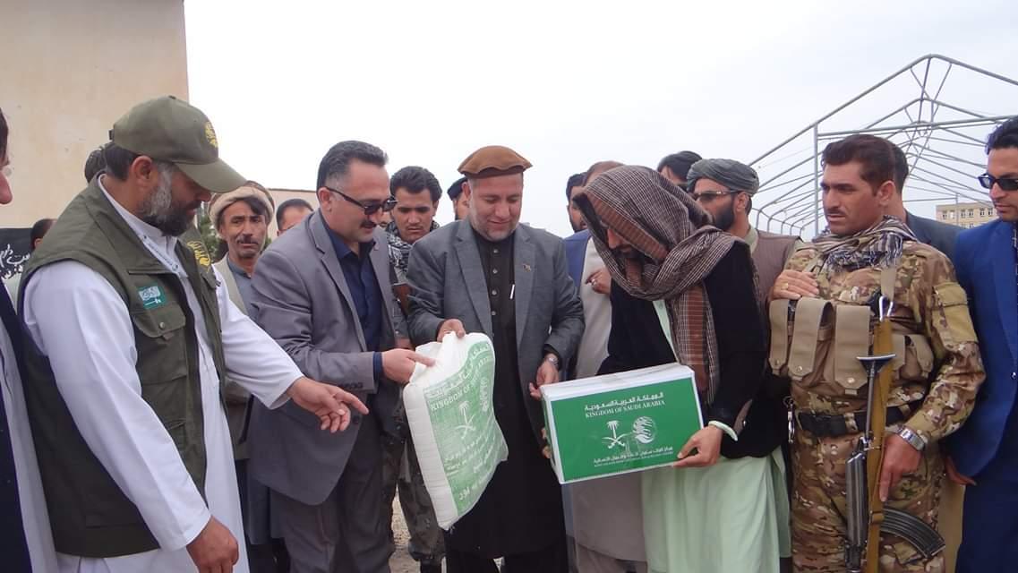 توزیع بسته های کمکی رمضانی در هرات