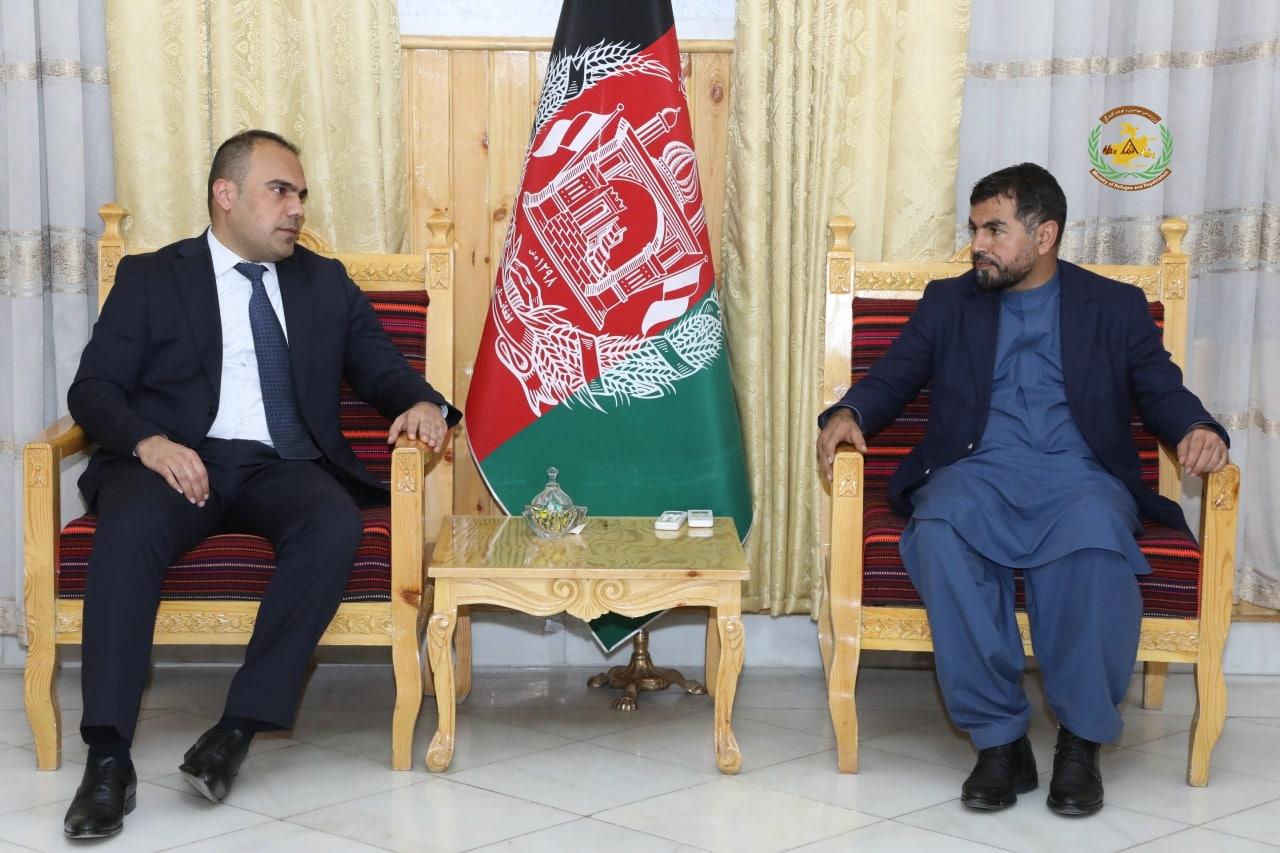ولی الله جلال معین مالی و اداری وزارت با والی ولایت هرات روی چگونگی رسیدگی ها به بیجاشده ها صحبت کرد